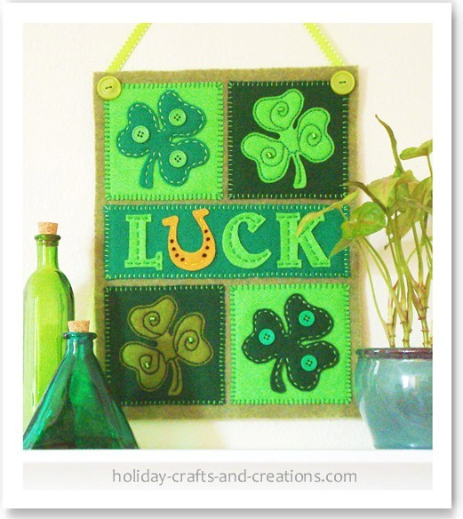 Mini Shamrock Banner by Holiday Crafts & Creations