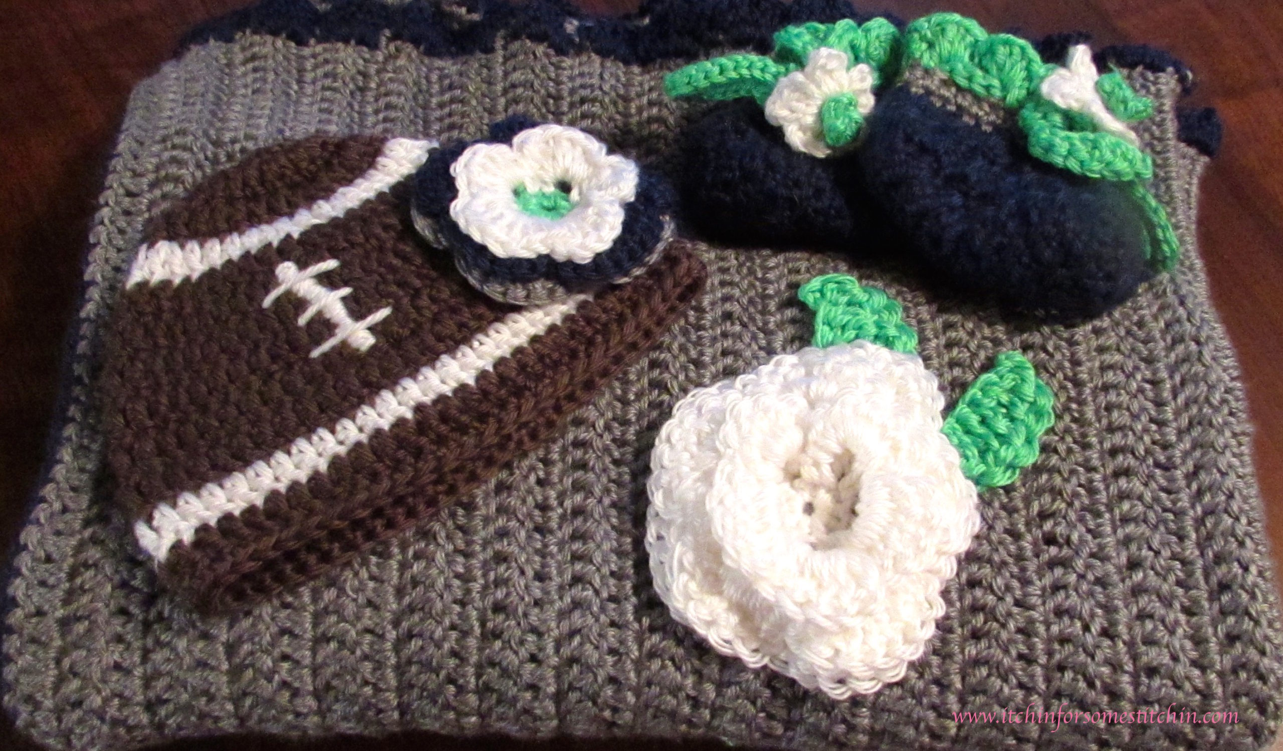 Baby set in Seattle Seahawk colors by itchinforsomestitchin.com