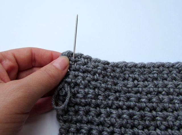 How to Bind Off and Weave in Ends in Crochet. https://www.itchinforsomestitchin.com