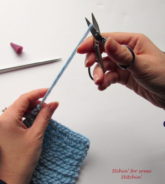 How to Bind Off in Knitting_step 5b by Itchin' for some Stitchin'
