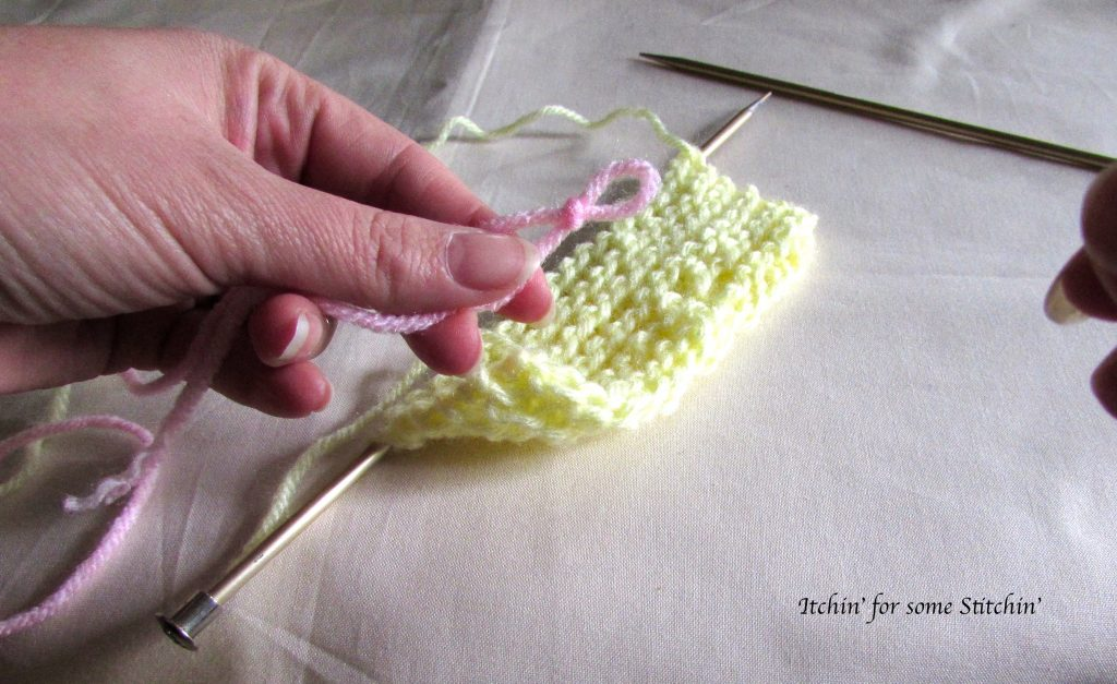 Join yarn in knitting_Method 2_step 2. https://www.itchinforsomestitchin.com