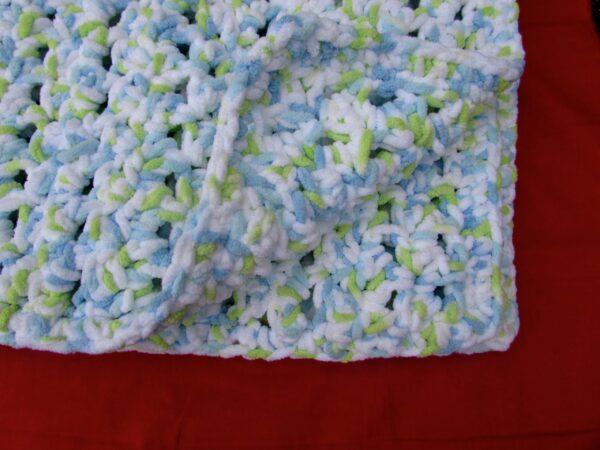 Crochet Seed Stitch Baby Blanket Corner View by www.itchinforsomestitchin.com
