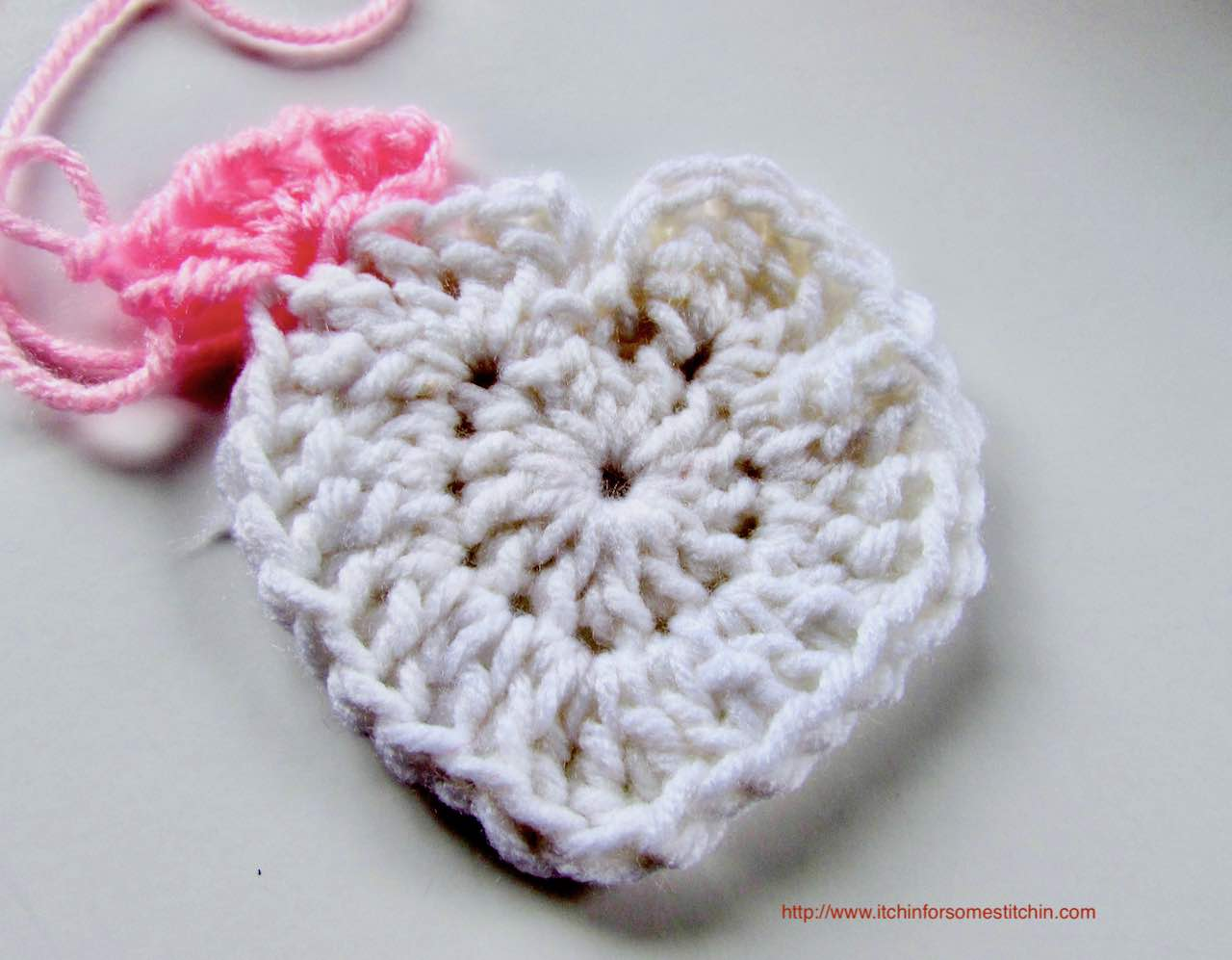 How to Crochet a Granny Heart Square_round 1 by https://www.itchinforsomestitchin.com