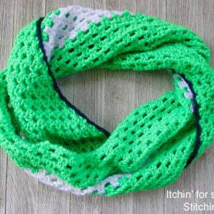 How to Crochet a Cowl by www.itchinforsomestitchin.com
