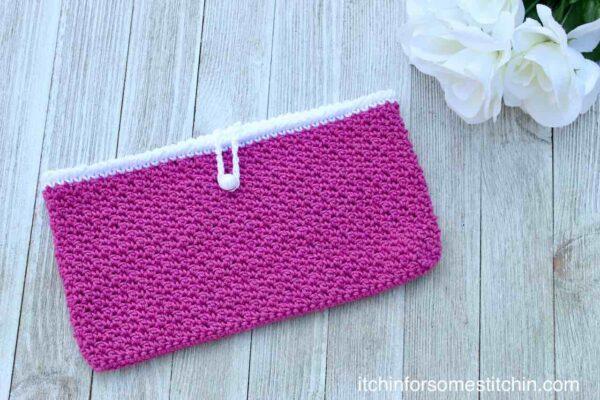 Crochet Seed Stitch Clutch Purse Pattern by itchinforsomestitchin.com