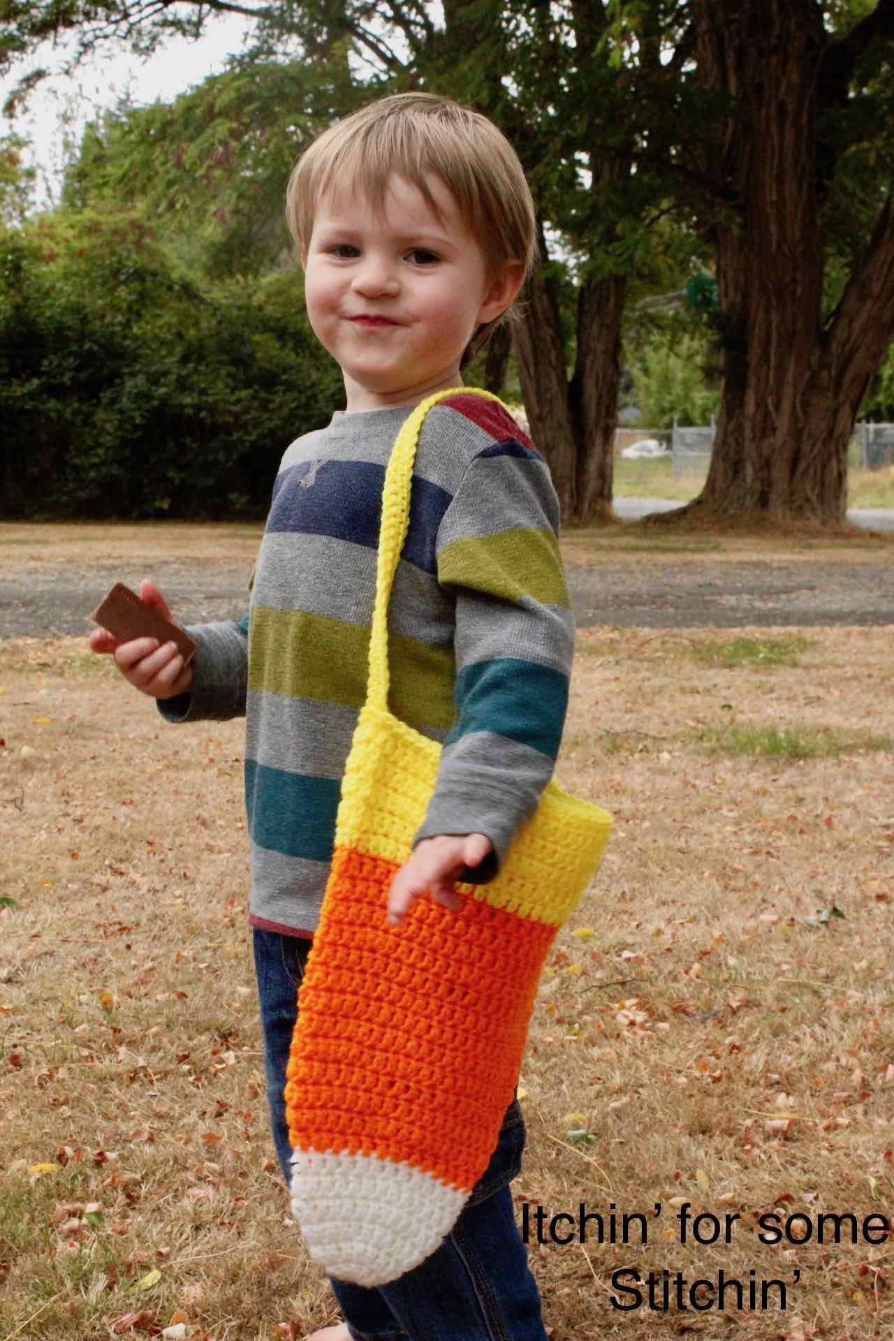 Crochet Candy Corn Bag Pattern by www.itchinforsomestitchin.com
