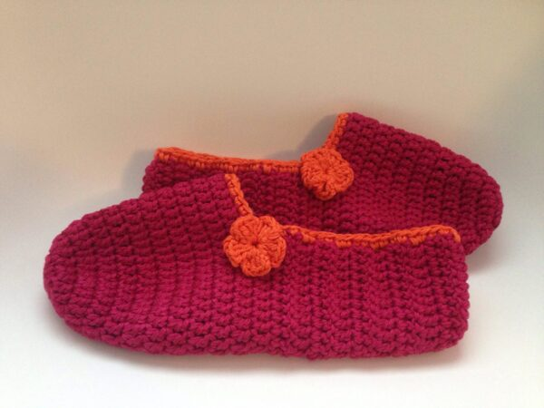Easy Beginner Slippers Pattern by www.itchinforsomestitchin.com