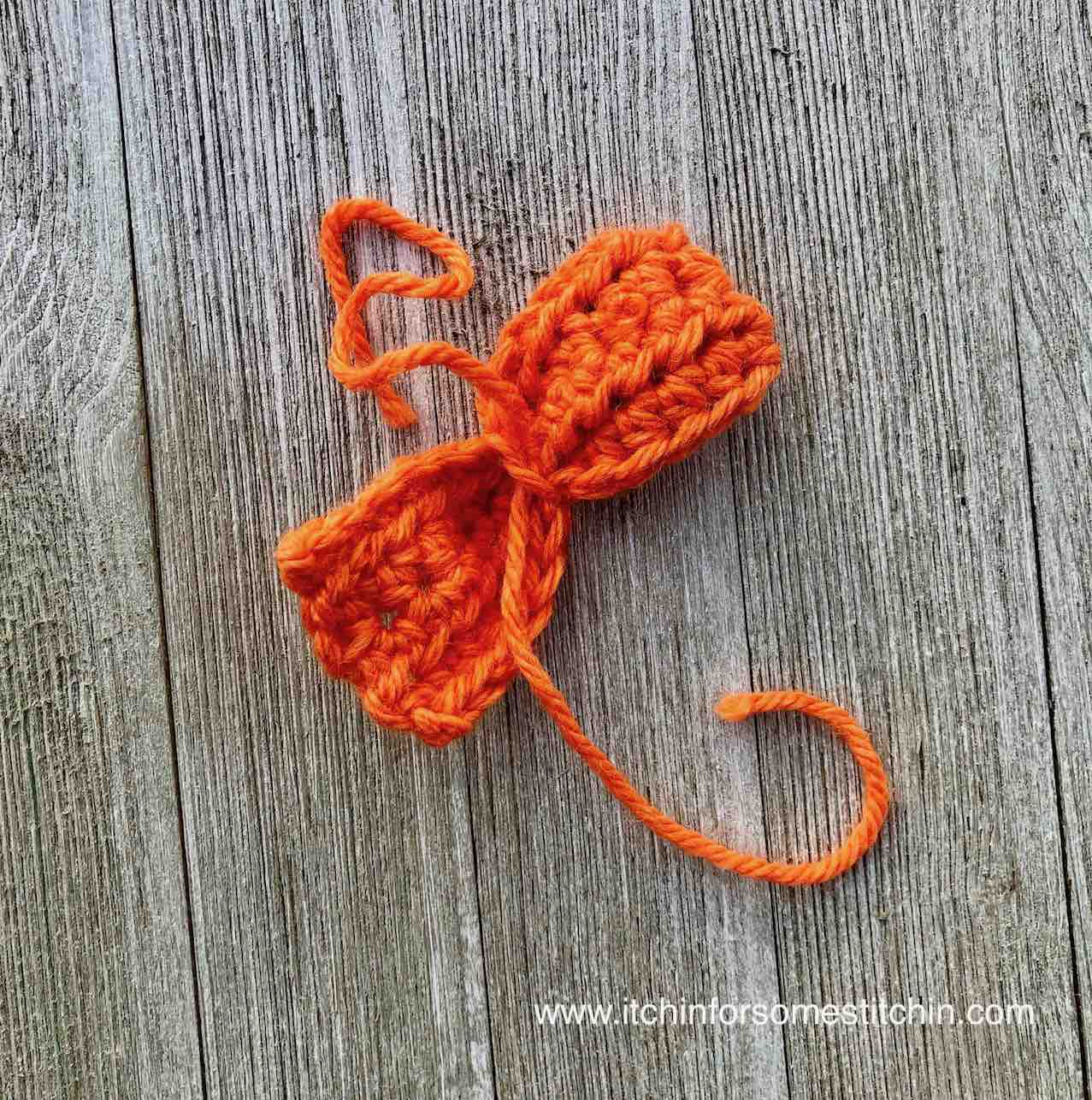 How to Crochet a Bowtie by www.itchinforsomestitchin.com