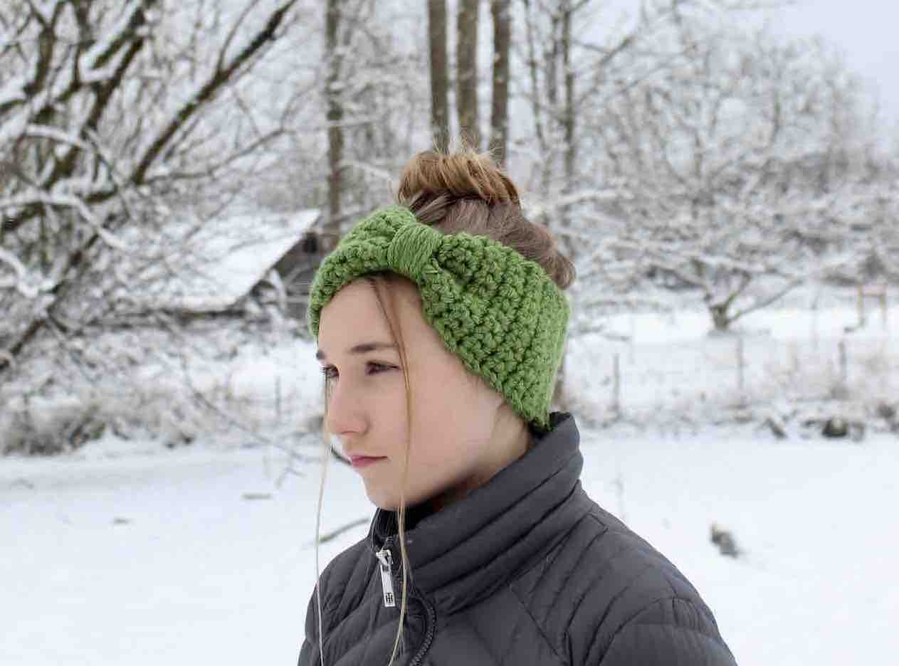 Simple and Sweet Bowtie Headwarmer by Itchin' for some Stitchin'