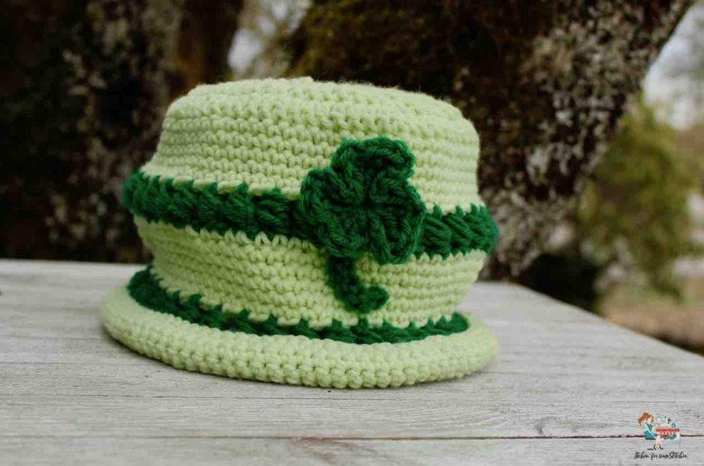 Easy St. Patrick's Day Bowler Hat with clover appliqué by www.itchinforsomestitchin.com