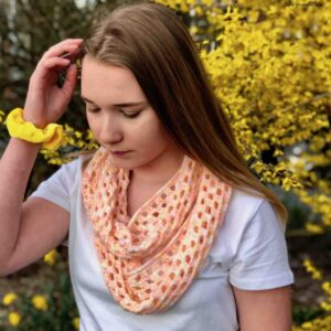 Crochet Infinity Scarf pattern by www.itchinforsomestitchin.com