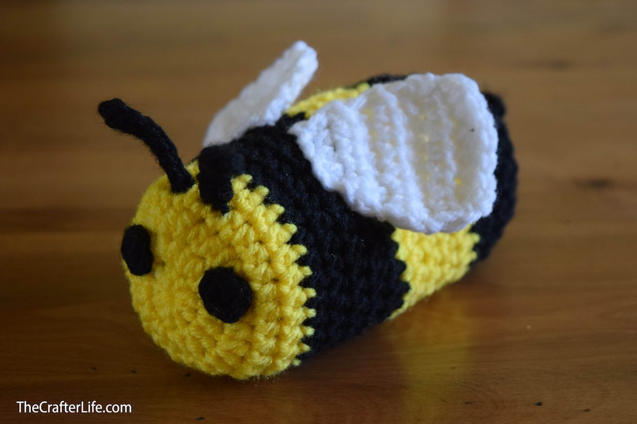 Bee Sunglass Case by The Crafter Life shared on www.itchinforsomestitchin.com