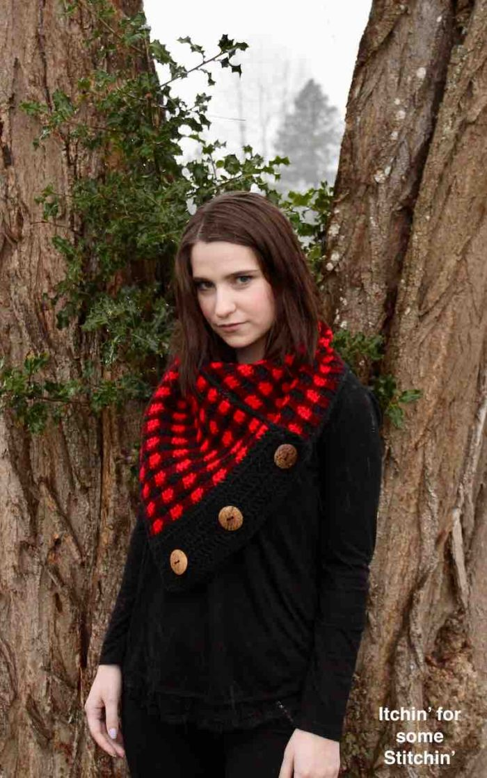 Crochet Buffalo Plaid Cowl Pattern by itchinforsomestitchin.com