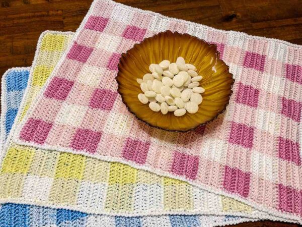 Crochet Gingham Placemat Pattern by itchinforsomestitchin.com