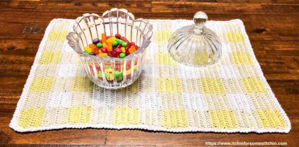 Crochet Gingham Placemats by www.itchinforsomestitchin.com