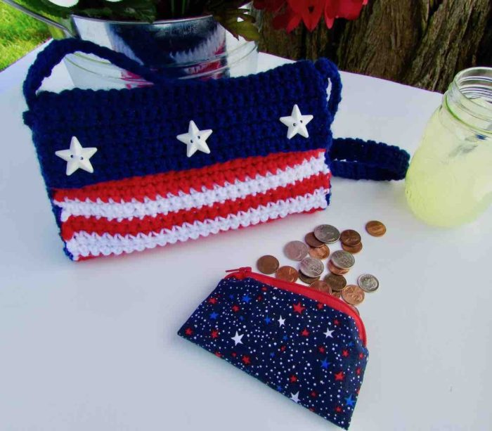 Crochet 4th of July Purse by itchinforsomestitchin.com