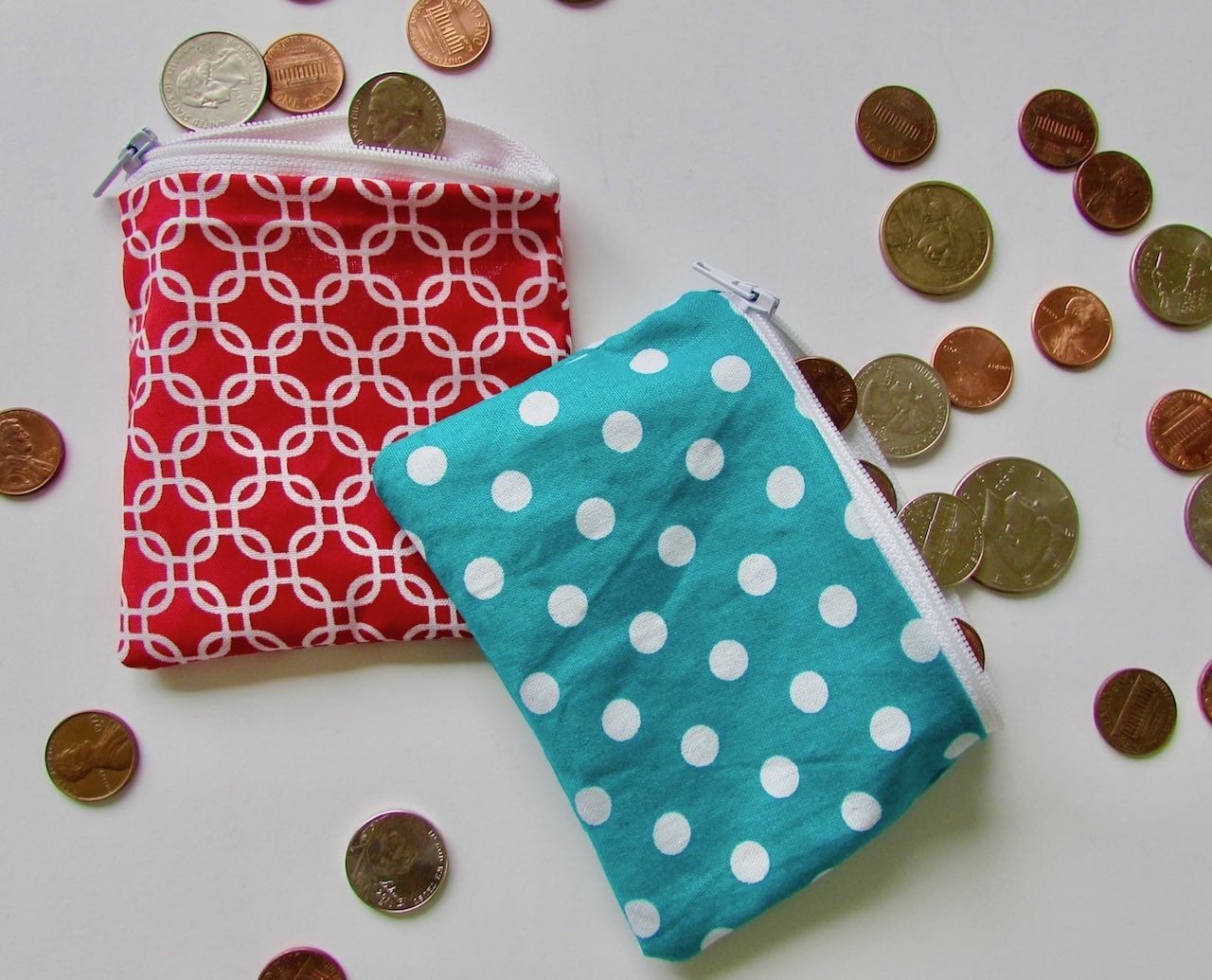 Easy Zipper Pouch Tutorial by itchinforsomestitchin.com