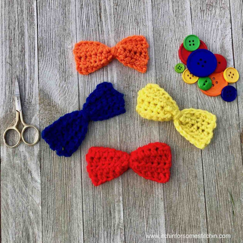 easy crochet bow by itchinforsomestitchin.com