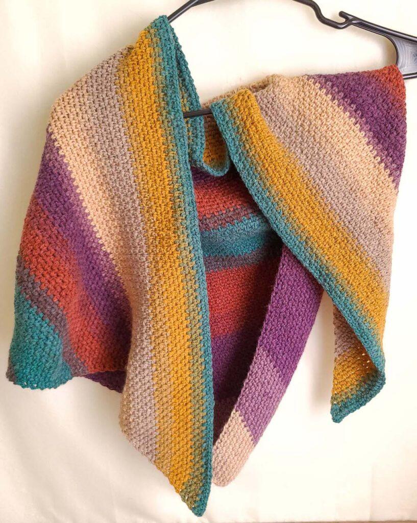 crochet triangle shawls by itchinforsomestitchin.com