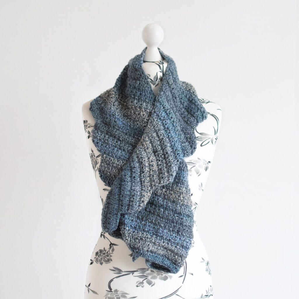 crochet asymmetrical scarf by itchinforsomestitchin.com