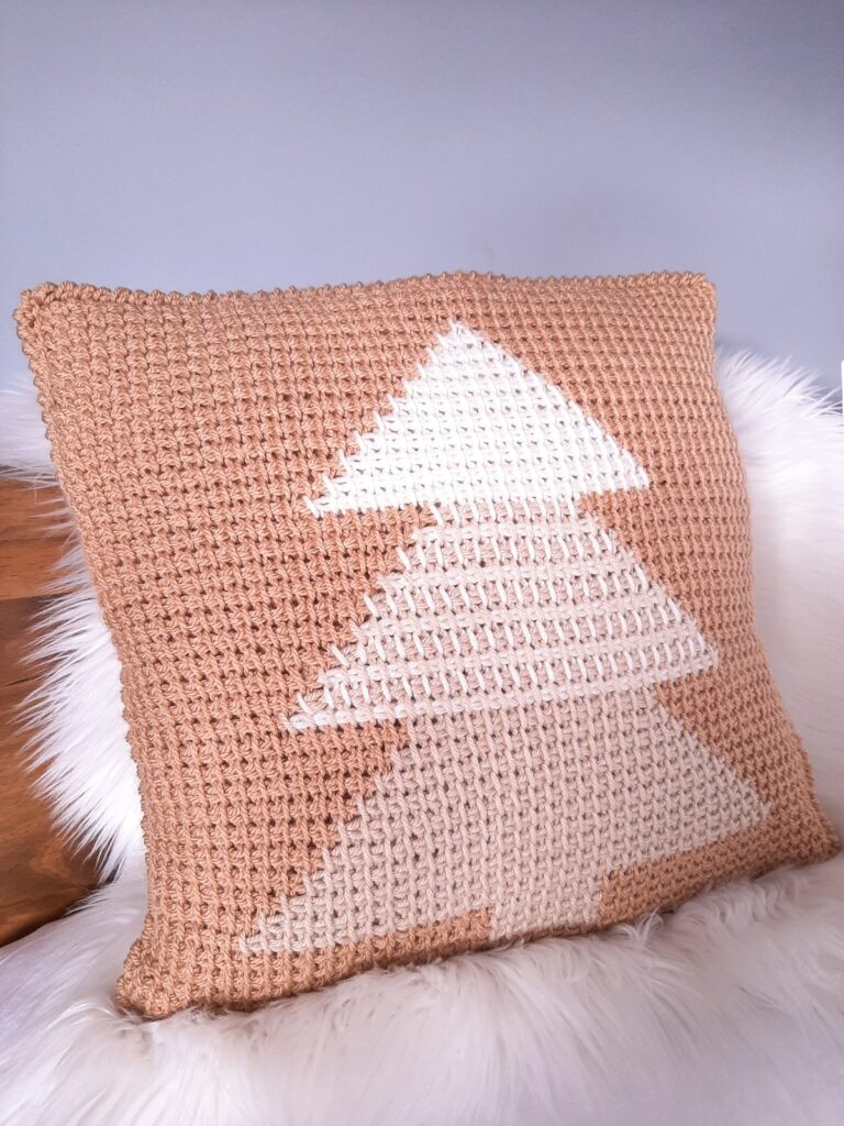 Tunisians Christmas tree pillow